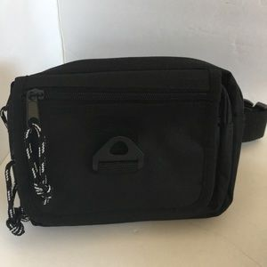 Handbags - ❤️Black Nylon Belt Purse